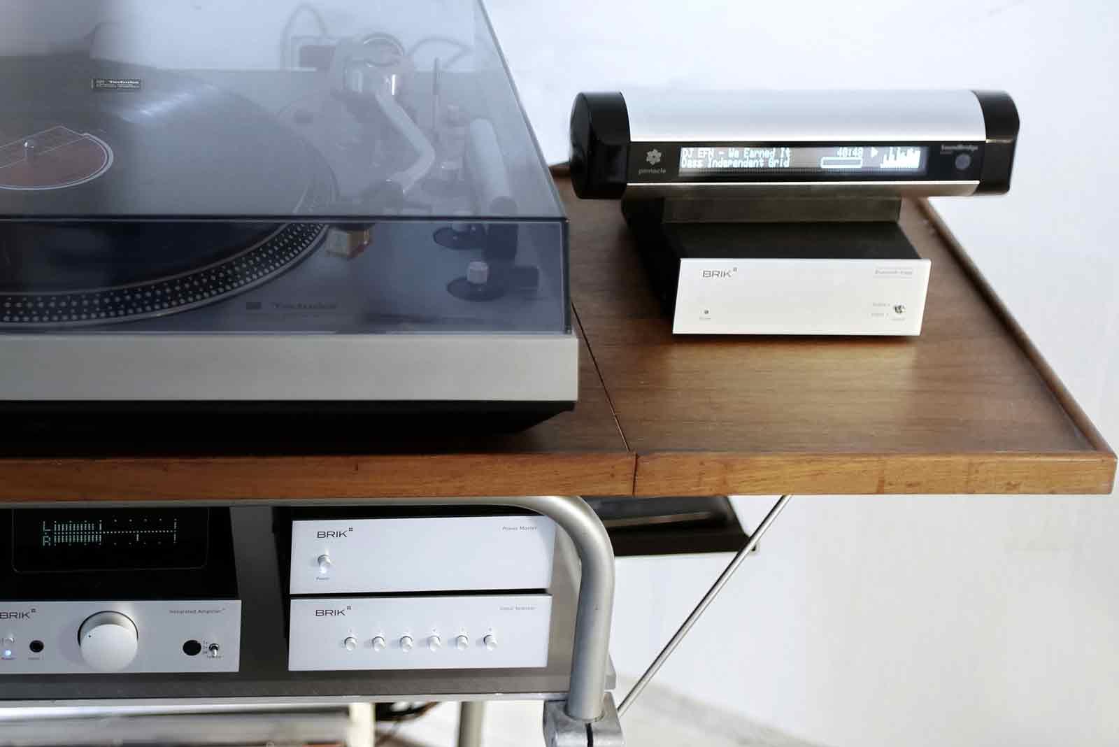 MIND WORK Roku Soundbridge M1001 Technics SL-1300 Brik on tea table